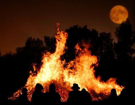 "Grandfather Mountain offers an opportunity to experience the wonder of the mountain at nighttime this October. ""Creatures of the Night and Bonfire Delight"" is a special program on October 6 from 6:30 p.m. to 9:30 p.m."