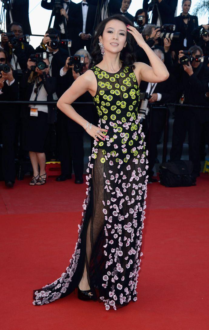 "Чжан Цзыи в Dior Couture на премьере ""Зулу"" on Buro 24/7:    http://buro247.ru/fashion/our-choice/luchshie-platya-kann-2013-chast-iii.html"