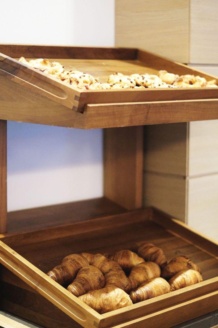 Hotel Review Travel Charme Ifen Hotel Kleinwalsertal Austria Österreich Hotelbewertung Frühstück Frühstücksbuffet Croissants Pastries