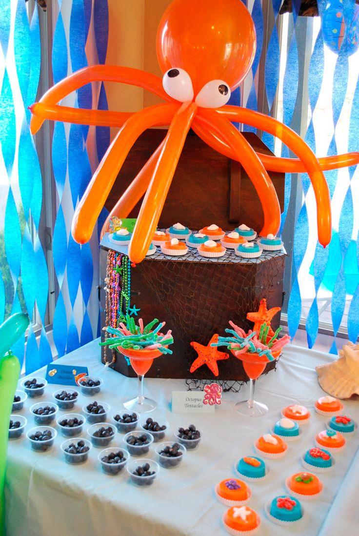 Esse tema festa Fundo do Mar é muito fofo e querido por meninos e meninas. As mamães poderão usar a criatividade e tornar os elementos do fundo do mar algo.