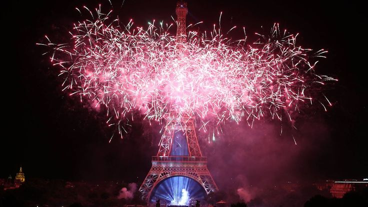 Feuerwerk in Paris, Stille in Nizza: Frankreich begeht emotionalen Nationalfeiertag