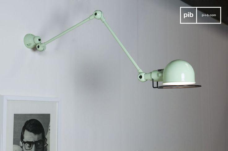 Appartenente alla linea Signal delle lampade Jieldé, questa lampada da muro vi sedurrà con le sue linee semplici ed eleganti ed il suo colore naturale