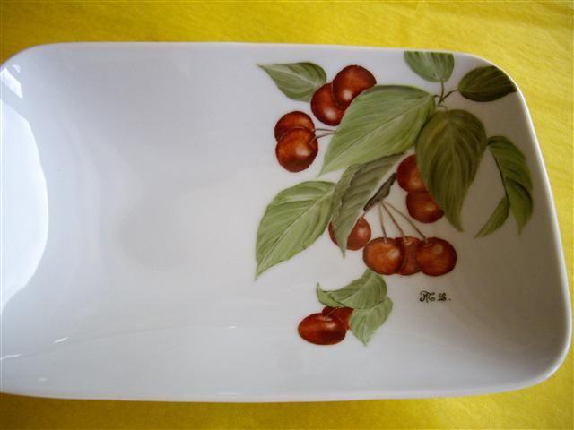 Plats une grappe de cerises