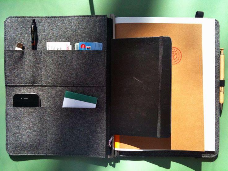 A4, Leder dunkelbraun, Filz grau, Visitenkartentasche abgenäht für zwei USB Sticks, iPhone-Tasche unten links