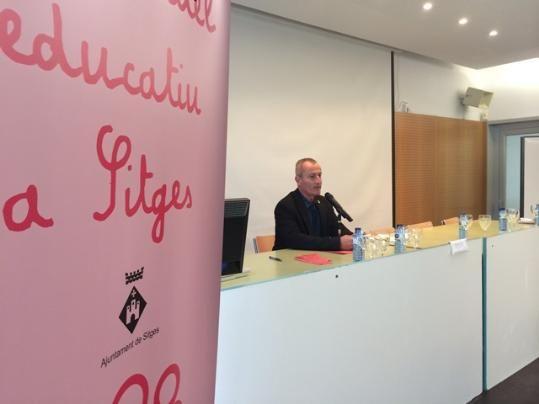 El debat sobre el model educatiu de Sitges reuneix 200 persones (17.20.2015)