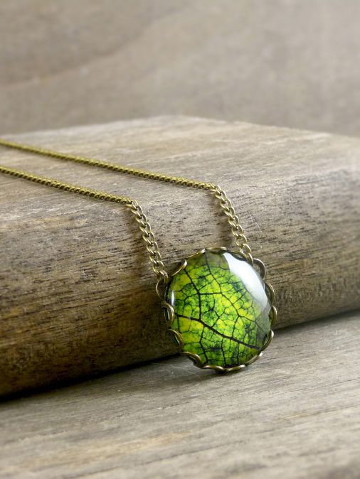 Green leaf pendant, Little green leaf necklace, Nature necklace, Plant Forest Necklace, Glass dome pendant, Antique brass necklace
