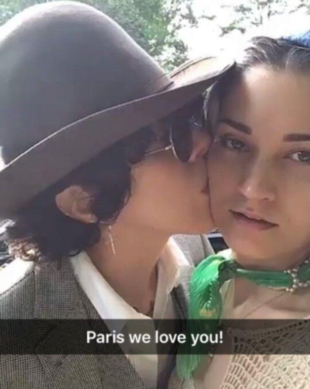 Party time with LP @iamlp and Lauren @laurenruthward ❤ #lp #laurapergolizzi #iamlp #iamlpofficial #laurenruthward #kiss #couple #partytime #lookingforparty #paris #beauty #beautiful #beauties #cutties