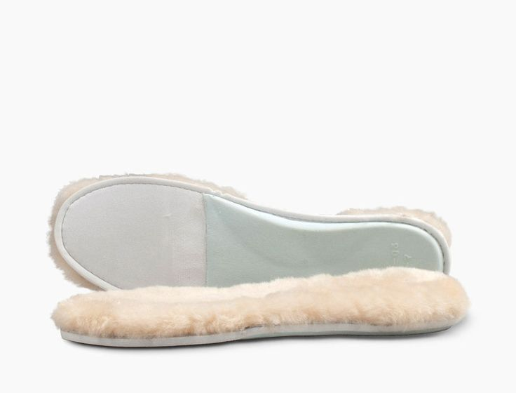 Uggs makes replacement Sheepskin Insoles!!! (Cleaning my uggs)