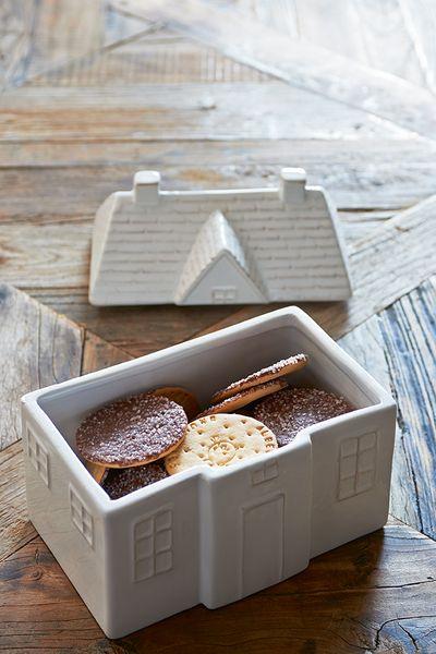 Pojemnik ceramiczny House Storage Jar. Ceramiczny pojemnik House Storage Jar. Doskonały na różne drobiazgi  kuchenne  jak i rzeczy spożywcze.