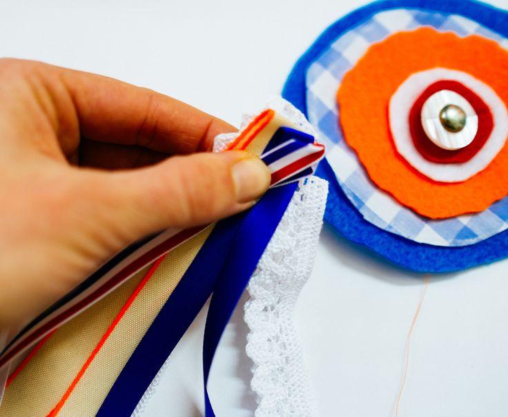 DIY: broche Koningsdag met gratis patroon - http://www.galerie-lucie.nl/ koningsdag- knutselen- holland -rood/wit/blauw- oranje