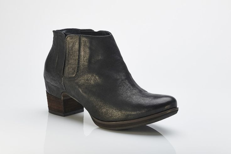 Buy online - funky Toni ankle boot from Barcelona brand Vialis. Shoe I Am - online boutique specialising in European handmade shoes. www.shoeiam.com.au