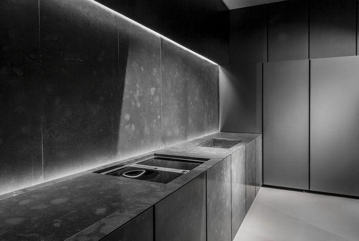 We visited kitchen designer Alberto Minotti, the man behind Minotticucine, in his Milan studio to talk passion, determination and beautiful design. #kitchendesigner #minotticucine #blackkitchen
