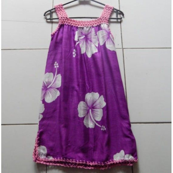 Baju rajutan anak motif bunga 55481  Tinggi : 58 cm  Lingkar Pinggang : 76 cm  Lingkar Lengan : 30 cm  Bahan : Cotton  Sangat cocok sebagai pasangan kaos wanita apapun, bisa dikreasikan dengan cara memakai kaos wanita, selanjutnya, gunakan baju rajutan ini, sehingga membuat kolaborasi pakaian yg sangat elegan.