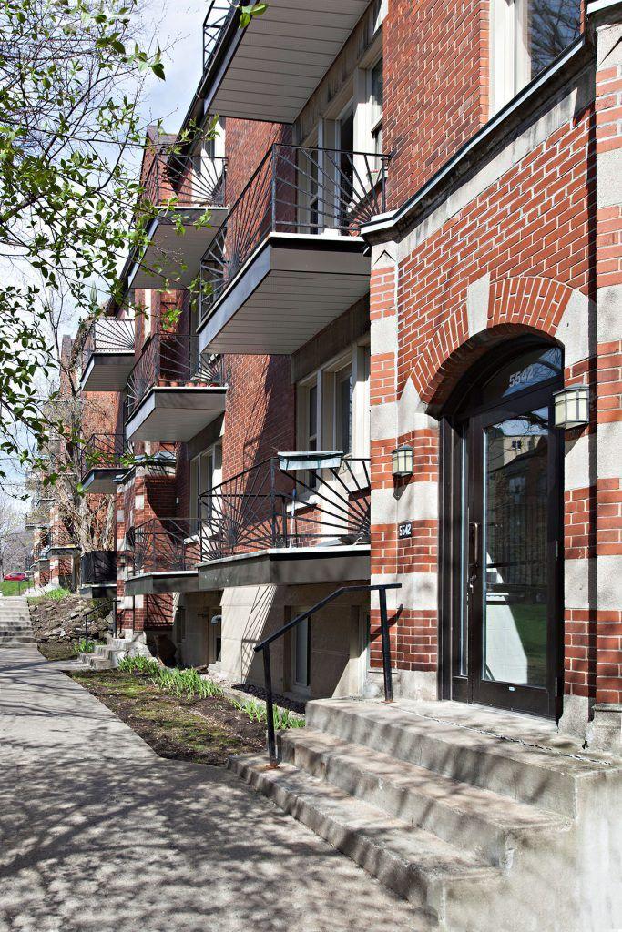 Jardins des Saules - 5530-5598 Decelles - Cromwell - Complexe de neuf immeubles situé à proximité de l'Université de Montréal. Quartier dynamique offrant toutes les commodités et services: hopitaux, arena, écoles, épicerie etc