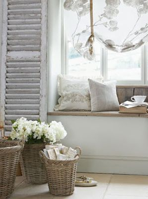 White gorgeousness.... shutters, baskets & white flowers