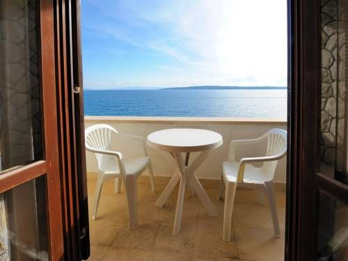 Apartments Hvar Paradise Jelsa Set in Jelsa in the Hvar Island Region, 48 km from Split, Apartments Hvar Paradise features a barbecue and sun terrace. Makarska is 33 km away. Free private parking is available on site.