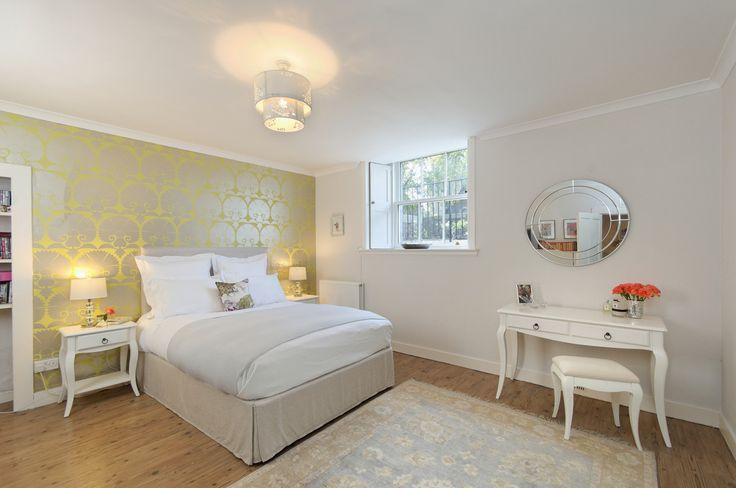 Nowoczesna sypialnia, sypialnia modernizm. Zobacz więcej na: https://www.homify.pl/katalogi-inspiracji/12399/pomysly-na-dekoracje-sypialni