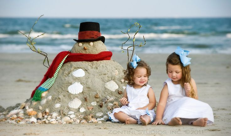 Take your Christmas card pic in the summer!  Cute!! Totally doing this if we go to the beach next summer!