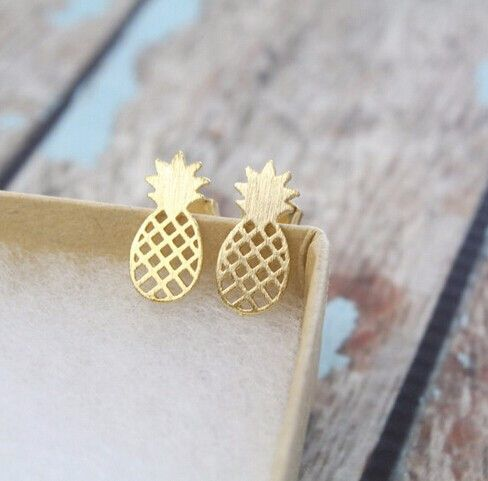 Trendige Ananas Ohrringe in Gold, tropisches Outfit / tropical earstuds in the shape of pineapples made by Lovelymusthaves via DaWanda.com