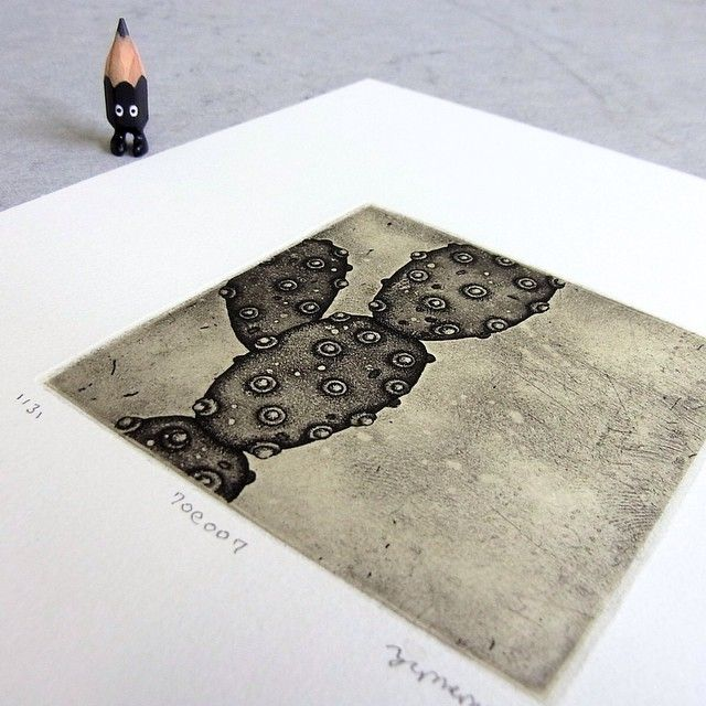 ✏️ #art #artwork #illustration #etsy #etching #printmaking #drawing #creative #paper #craftsposure #miniature #miniprint #printmaker #intaglio #tiny #figure #doll #tinydoll #wood #woodcarving #pencil #pencilman  #stationery #handmade