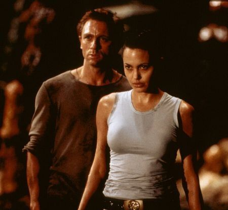 Still of Angelina Jolie and Daniel Craig in Lara Croft: Tomb Raider