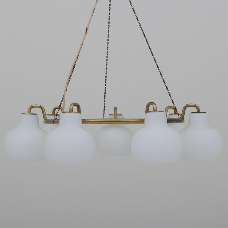 Chandelier in brass