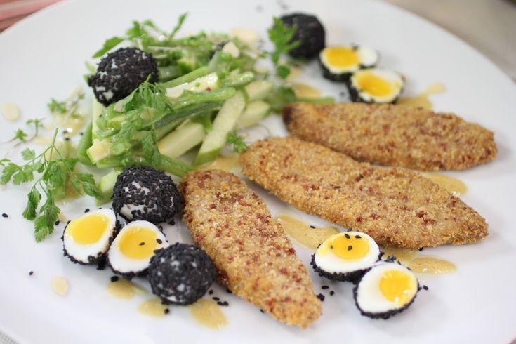 ESCALOPE IBÉRICO CON ENSALADA 500 g de presa ibérica 4 huevos Pitas Pitas 200 g de harina Aceite de oliva para freír Para el rebozado, 50 g de pan rallado 50 g de almendra molida o harina de almend...