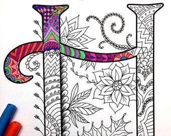 8.5 x 11 página para colorear de la letra mayúscula R - inspirada en la fuente Harrington PDF  Diversión para todas las edades.  Aliviar el estrés, o simplemente relajarse y divertirse con tus lápices de colores favoritos, plumas, acuarelas, pintura, pastel o lápices de colores.  Imprimir en papel cartulina u otro papel grueso (recomendado).  Arte original de Devyn Brewer (DJPenscript).  Sólo para uso personal. Por favor, no reproducir o vender este artículo.  CÓMO DESCARGAR LOS ARCHIVOS…
