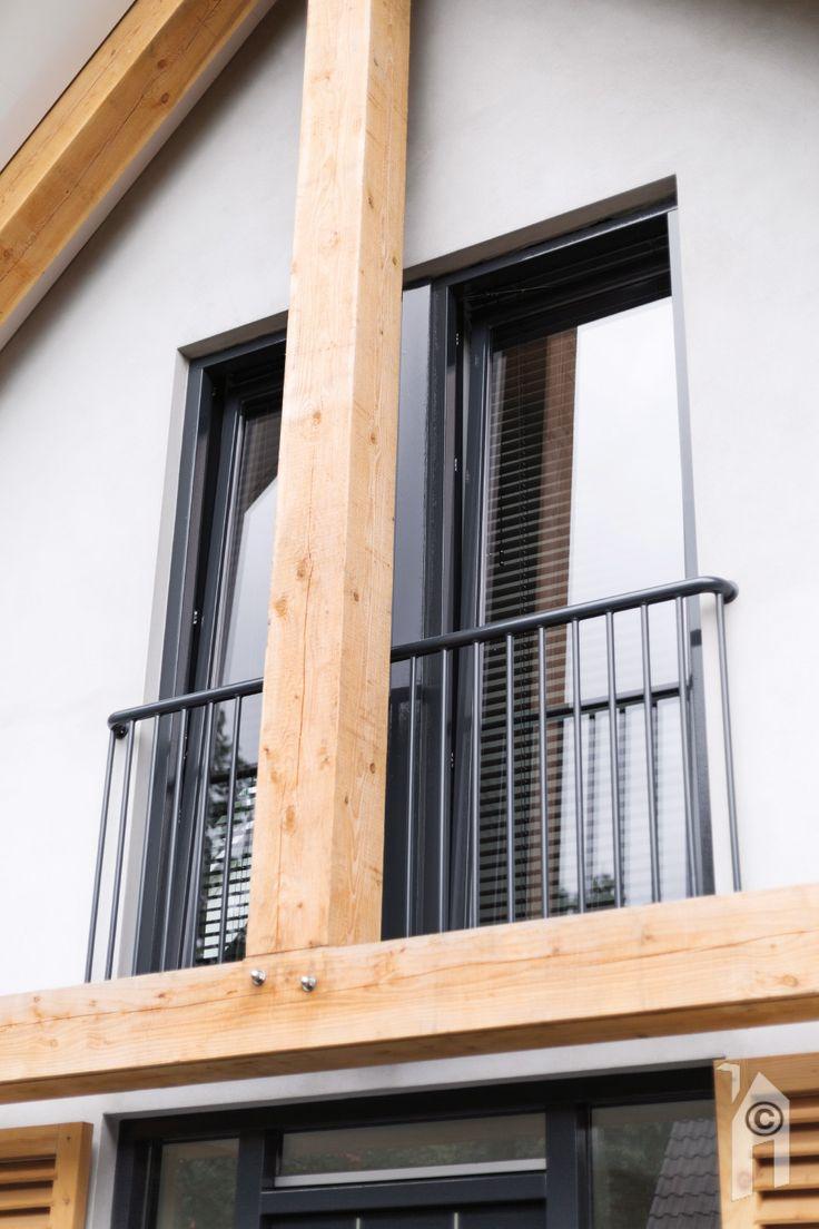Schuurwoning van Woonsubliem. Franse balkons voor de slaapkamers.