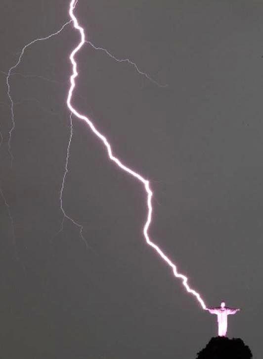 Lightning Strikes - Rio de Janeiro, Brazil - 2014 - Antonio Lacerda photography / EPA - http://www.nydailynews.com/news/world/incredible-photos-show-lightning-strike-christ-redeemer-statute-rio-de-janeiro-article-1.1583494