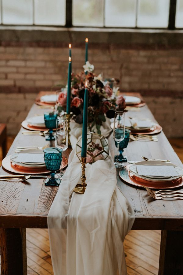 wedding table ideas - photo by Kate Touzel Photography http://ruffledblog.com/modern-metallic-wedding-inspiration