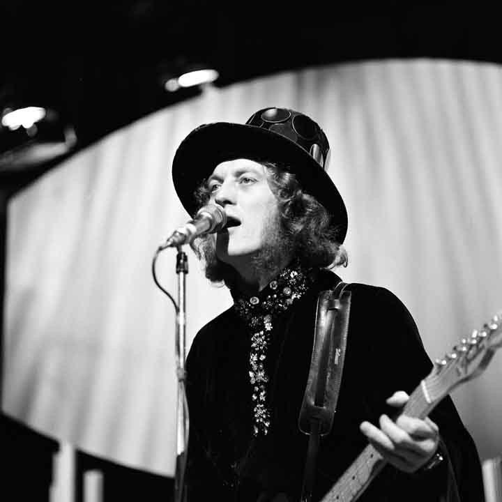Noddy Holder: brings a smile to anybody's face - love him
