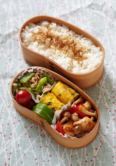 弁当 | 鶏ささみとしめじとパプリカの甘酢炒め、ネギ入り卵焼き、白瓜の三五八漬け、モロッコインゲンとツナの炒め物、プチトマト、白米+金ごまふりかけ