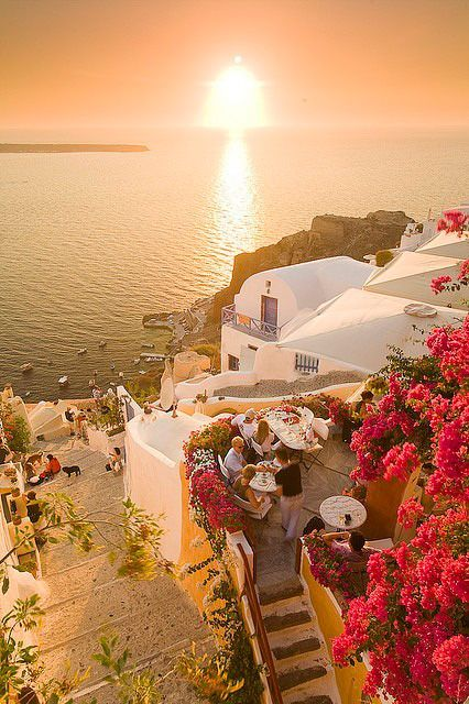 Sunset cafe in Oia, Santorini