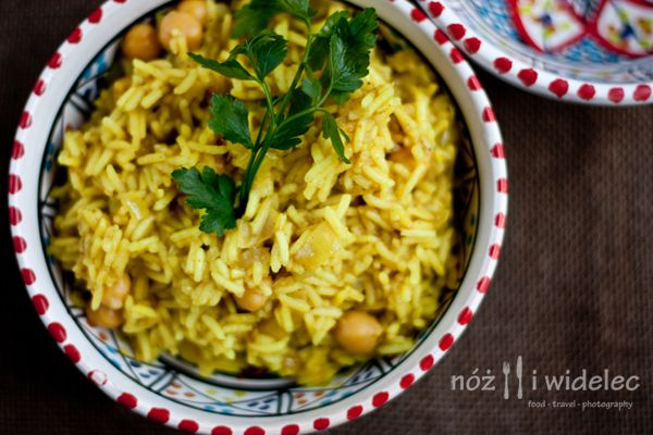 Nóż i Widelec: Ryż curry z ciecierzycą