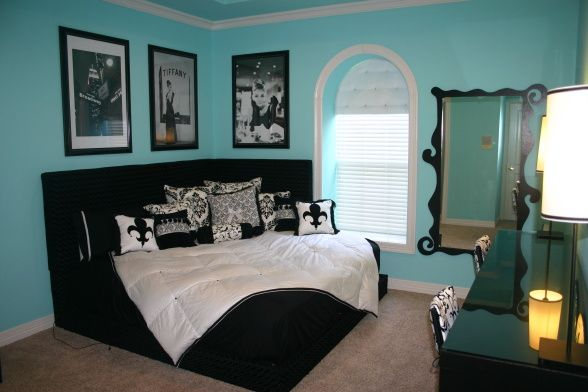 This bed is really neat. I like to rearrange furniture too much to have this really work for me though...Wall Colors, Guest Room, Corner Beds, Tiffany Blue, Girls Room, Room Ideas, Breakfast At Tiffany, Dreams Room, Bedrooms Ideas