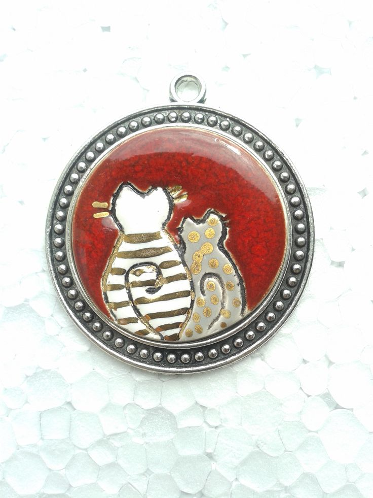 ceramic round pendant , cat ,#red #gold, #ceramicjewerly, handmade , craft , #artjewerelly