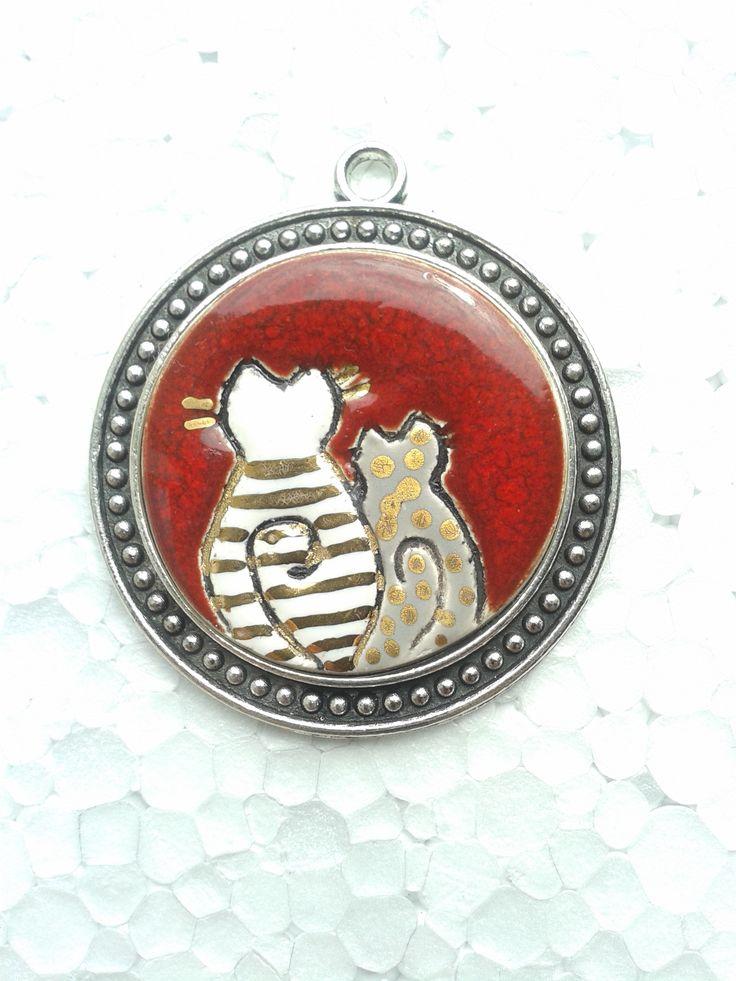 ceramic round pendant , cat ,#red #gold, #ceramicjewerly, handmade , craft , #artjewerelly