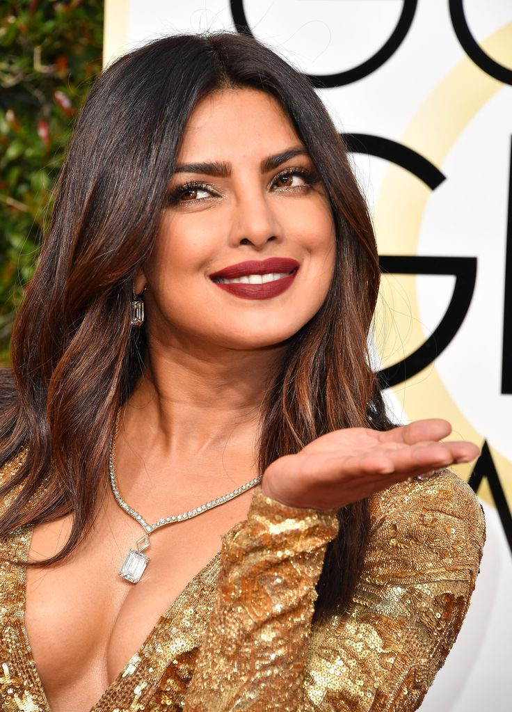 Priyanka Chopra Brought Grunge Lips to the Golden Globes Red Carpet