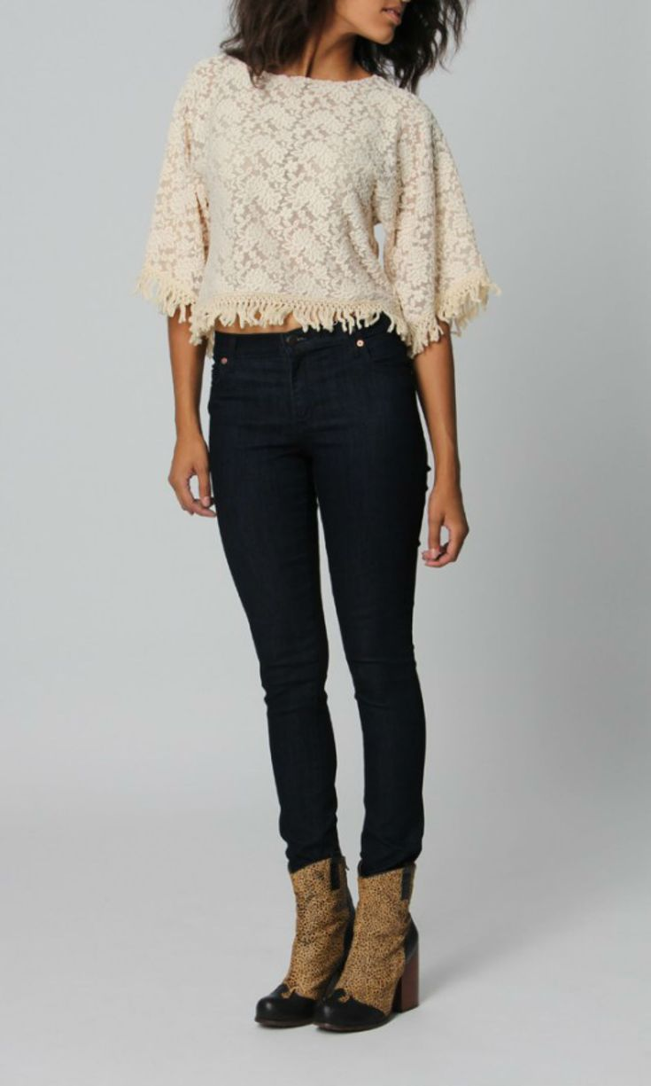 a4662581d80 High-Waisted Jeans Outfits That Flatter Every Body Type  Bohemian Look in  High-Waisted Jeans