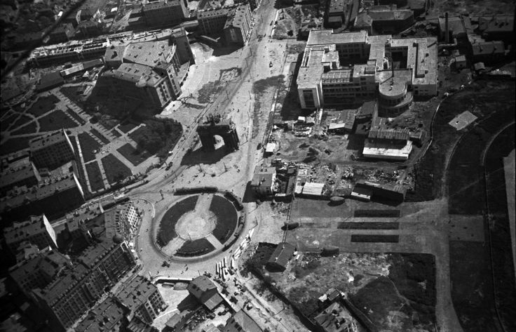 """Strike Square, 1931. In Moscow-Narva district, located at the intersection of Strike Street, Young Proletariat Prospect, Narva Street, and Sutugin Street. From a series of photos of Leningrad from the air, taken for the magazine """"USSR in Construction"""". Russia"""