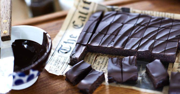 En nyttig fudge gjord på sötmandel, kakao, lönnsirap och kokosolja. Underbart…
