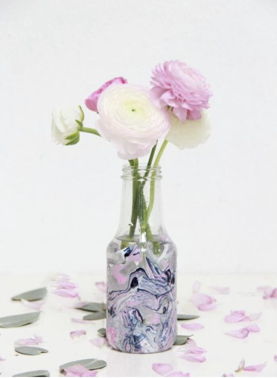 Happy Earth Month! It's time to make those little changes that can help save our planet in a big way. That's why we're getting crafty with Laurel from A Bubbly Life to make homemade vases from recycled glass containers.