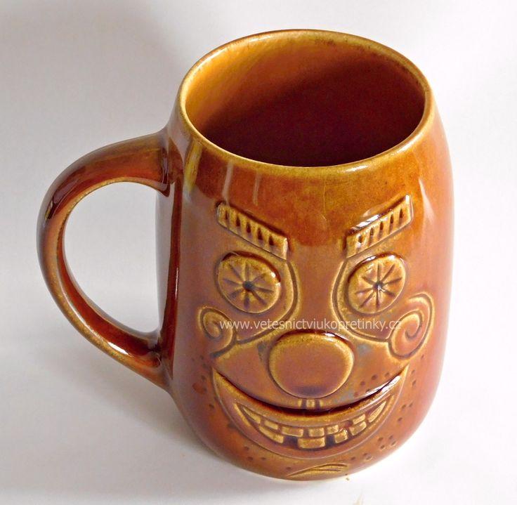 Velmi starý keramický půllitr - veselý