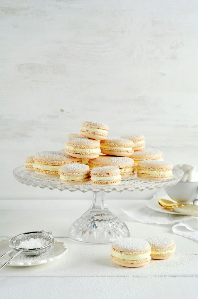 Macarons met amandelcrème http://njam.tv/recepten/macarons-met-amandelcreme