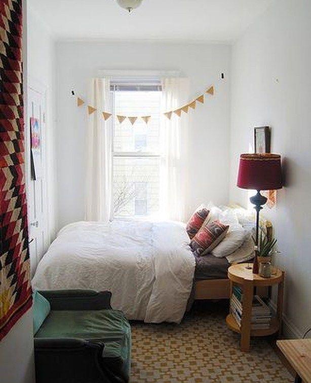 Striking Very Small Bedroom Ideas For Couples Bedroom Bedroomdecor Bedroomideas Bedroomdesign Smallbedr Ide Kamar Tidur Desain Interior Kamar Tidur Nyaman