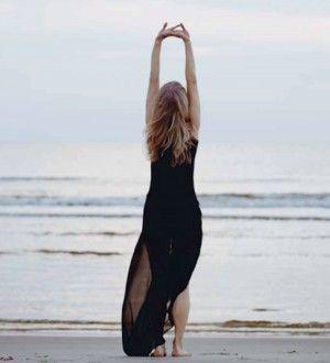 Jeg elsker navnet på denne yogaøvelse – Solhilsen – er det ikke smukt? Man får virkelig lyst til at hilse på solen, at byde solen velkommen, takke solen for varme, lys og liv. – at byde solen ind i vores hjerte. Solhilsen er ikke kun smuk, den er også rigtig god for dit åndedræt, og...Read More »