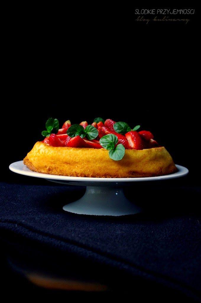 Sernik z kaszą manną i truskawkami z bloga Słodkie Przyjemności