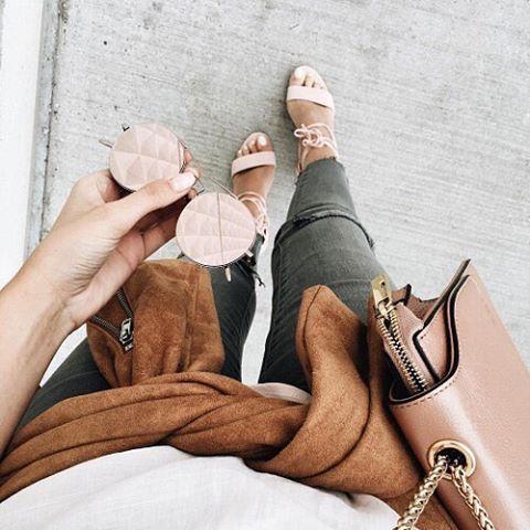 Urmareste-ne si pe istagram @moda.eroina.mea