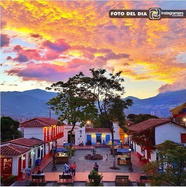 igerscolombiaF O T O D E L D I A Felicitaciones @csanz777 Localización: Pueblito Paisa, Medellin